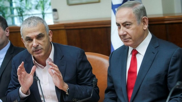 Finance Minister Moshe Kahlon on the left with PM Benjamin Netanyahu