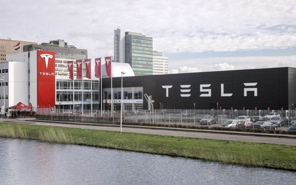 Tesla drops two exterior paint colors from regular menu to simplify production